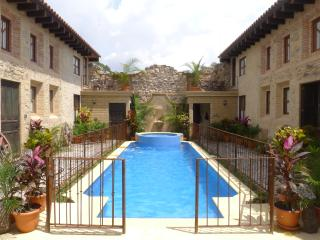 Central, Exquistely decorated Homes (Pool & Hotub), Antígua