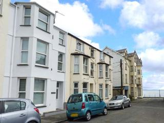 Y CASTELL APARTMENT 1, ground floor, seafront 1 min walk, ideal for a couple, in Criccieth, Ref 926578