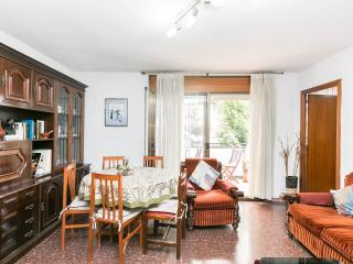 Sunny Apartament with parquing, Barcelona