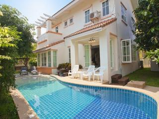 Villa Bliss Jomtien Modern 4 BR Holiday, Jomtien Beach