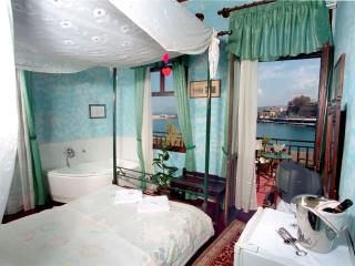 Captain Vasilis room with sea view and jacuzzi, Chania