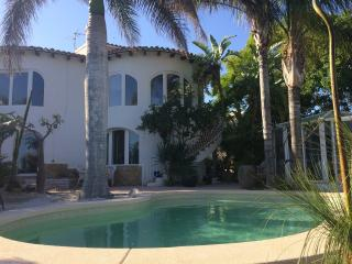 4 bed Calpe Villa with Air Con, Wi-Fi and Pool