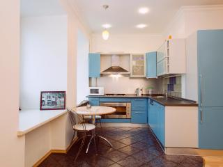 Fabulous 2-room apartment, 1 km from Kremlin, Moscow