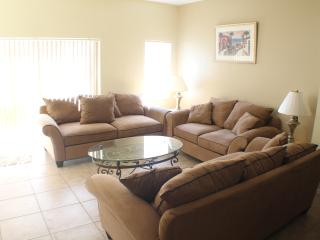 Great 3 bed town home in resort complex, Kissimmee