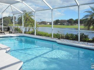 Bright & cheerful golf home with vibrant views and private pool., Fort Myers