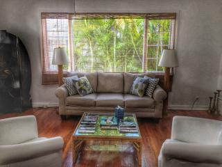 Charming 1/1 Cottage | Walk to the Beach!, Palm Beach