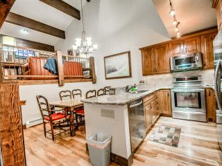 Luxury Townhome Just 500 Yards To Gondola, Steamboat Springs