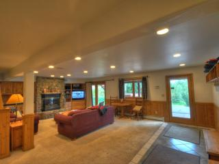 Private Home One Block To The Slopes, Private Hot, Steamboat Springs