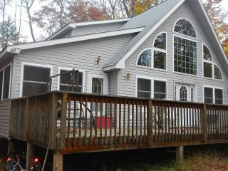 Beautiful Almost New Chalet In Arrowhead Lake, Pocono Lake
