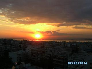 Amazing View 8th floor private room with balcony, Kalamaria