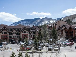3 bd/3 ba w/ views ski in/out, Vail