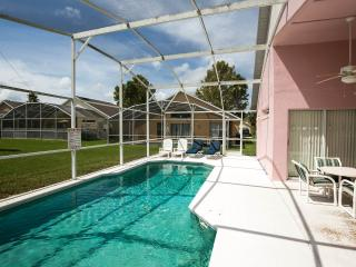 Lovely Lake Berkley Villa with a Gameroom and Hot Tub, Kissimmee