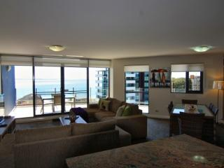 Apartment 901, Forster
