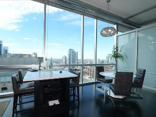 Chicago Downtown 2BR Suites in the Heart of River North