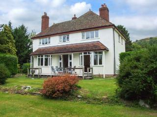 HILLSIDE, detached family home, woodburners, enclosed garden, pet-friendly, in Church Stoke, Ref 921217