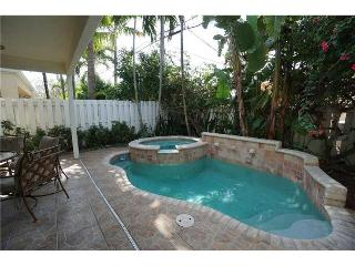 Walk to Beach & LBTS Townhome with Private Pool!, Lauderdale by the Sea