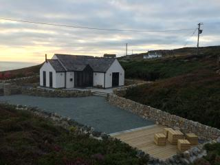 Ty Bach. Sea View Luxury at South Stack, Anglesey, Holyhead