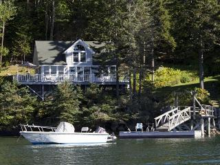 COVESIDE ON LINEKIN BAY | CONTEMPORARY COTTAGE AT THE EDGE OF LINEKIN BAY | COUPLES RETREAT |, Boothbay
