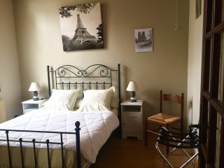 Big Studio Apartment 15min from city center, Montreuil
