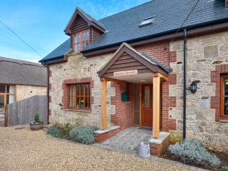 Meadow Cottage located in Totland, Isle Of Wight