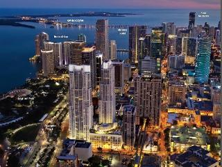 Amazing Bay front 2 Bedroom Unit in Upscale Bldg., Miami