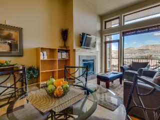 Luxurious condo with lake views, room for six people!, Chelan
