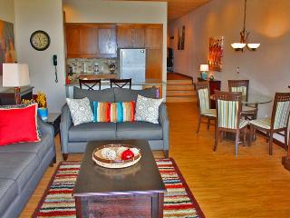 Modern and stylish unit with lakefront access, Chelan