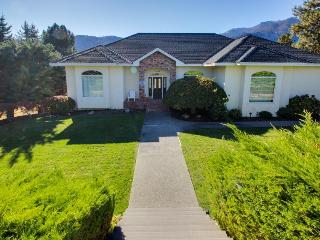 Great home w/private pool & hot tub, game room & lake views, Manson