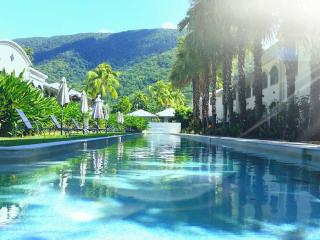 Stunning 1 bed self contained spa bath apartment, Palm Cove