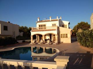 LUXURY VILLA WITH STUNNING VIEWS TO PORT ADRIANO, El Toro