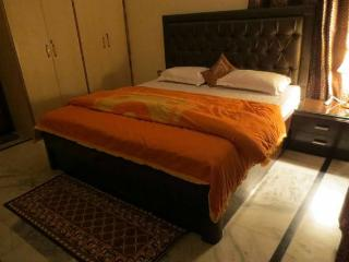 MyHome Staycations - Serene Views near The Mall, Shimla