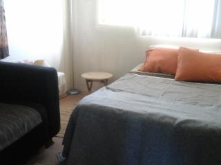 West Oahu T-house - Guest room in my apartment, Kapolei