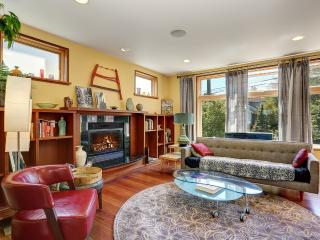 Spacious 7+ BR Phinney Ridge Vew House, Seattle