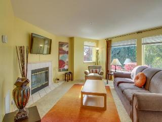 Ground floor condo for six w/ shared pool & hot tub, Chelan