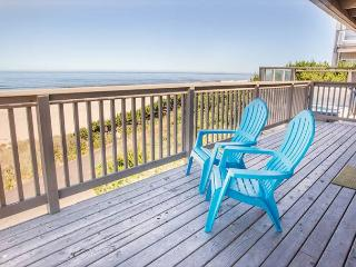 Oceanfront w/Private Beach Access and Hot Tub, Lincoln City