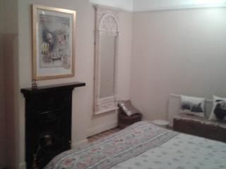 Large characterful comfortable room, Cardiff