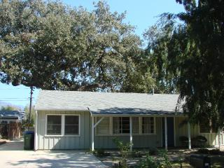 Lovely 2 Bedroom Home Close to Downtown Area, Ojai