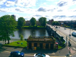Stunning river view and superbly located in centre, Glasgow
