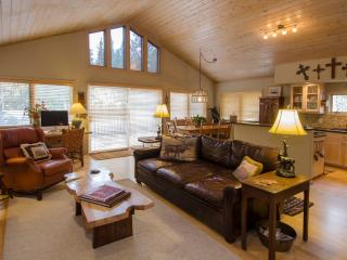 Beautiful, Secluded Home...Walk to Town, Breckenridge