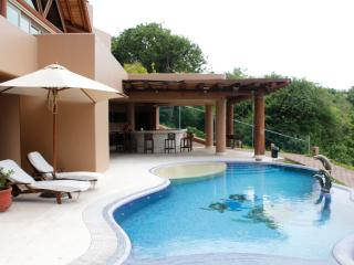 Luxurious House with Private Beach and Restaurant, Ixtapa