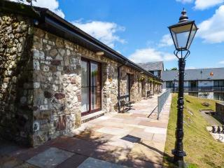 BRECON COTTAGES - POWYS (NO. 16), welcoming cottage, on-site attractions, open plan living, near Pen-y-Cae, Ref. 925420, Pen-y-cae
