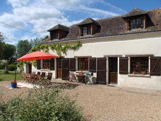 Le Noyer - Loire farmhouse with private pool, Saumur