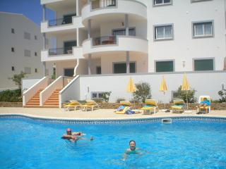 FIRST FLOOR APARTMENT WITH OCEAN AND COUNTRY VIEWS, Luz