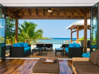 Private Beach - Infinity Pool - Incredible Views, West End