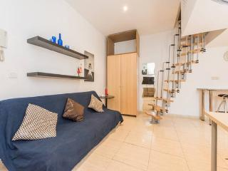 Center, perfect location. WIFI A/C, Madrid