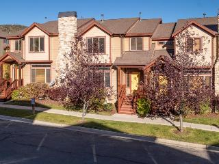 Classic, pet-friendly townhome w/private hot tub!, Park City