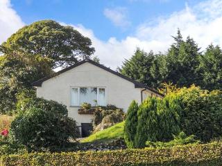 UNDERWOOD, all ground floor, en-suites, woodburner, private hot tub, near Coniston, Ref 27287