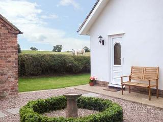 JACK'S COTTAGE, stylish cottage, country setting, garden, WiFi, Marbury Hall estate, Whitchurch Ref 929635