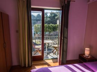 Studio B with a wonderful sea and forest view, Pasman