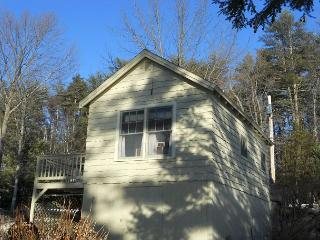 Sweet Little Cottage by the Big Lakeside (HIC44W), Gilford